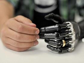 Високоінтелектуальний протез руки з камерою