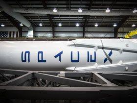 Dragon та Falcon, приватне космічне виробництво пише історію